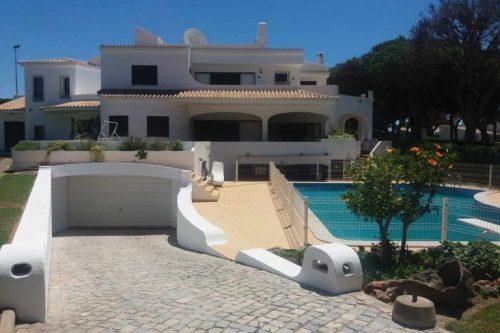 Villa 7 Pièces, 4+1 Chambres à Vendre – Vilamoura