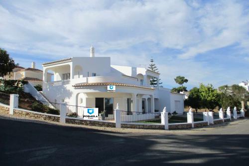 4 Bed Villa For Sale – Quarteira
